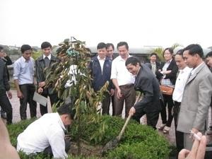 Chung_kien_cua_Ban_giam_hieu_hai_truong_THCS_Thach_Kim_Va_Truong_THCS_Phan_Huy_Chu_Thach_Ha.jpg