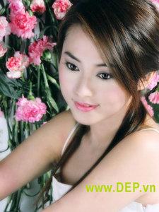 Girl_xinh_chay_ngang_web.jpg